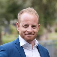 Mäklare Simon Petersson, Östgöta Fastighetsmäklare