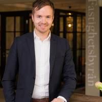 Mäklare Johan Sassersson, Fastighetsbyrån Simrishamn