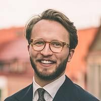 Mäklare Carl  Hogéus , Lundin Fastighetsbyrå