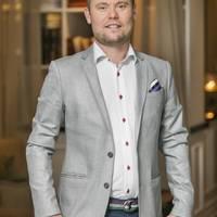 Mäklare Martin Nyroos, Fastighetsbyrån Falkenberg