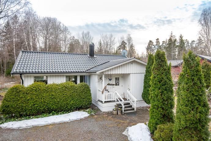 Bild: 3 rum villa på Härmsångarvägen  4, Håbo kommun Skokloster