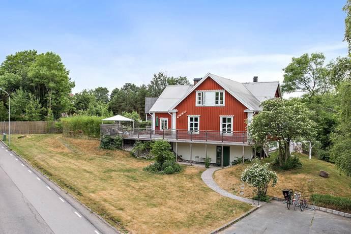Bild: 8 rum villa på Byaliden 10, Hässleholms kommun Hässleholm