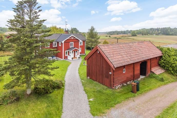 Bild: 7 rum gård/skog på Skorkebo 102, Sala kommun Sala