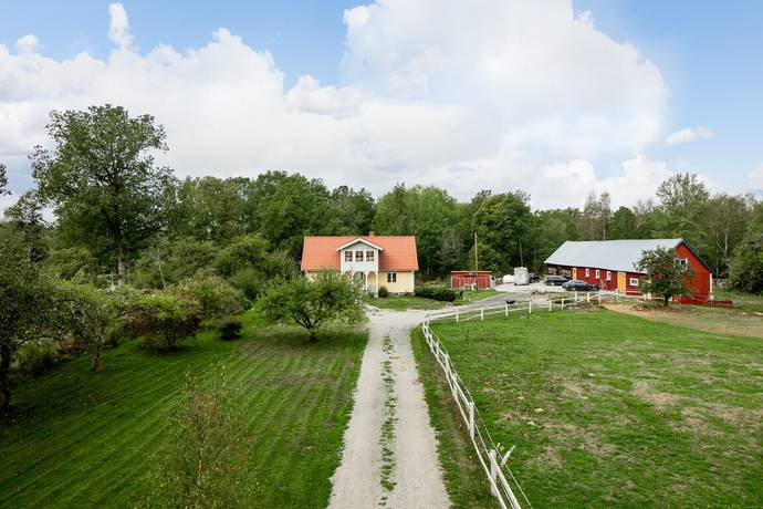 Bild: 3 rum gård/skog på Långasjömåla 10, Tingsryds kommun