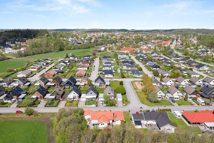Bild: 5 rum radhus på Åkervägen 17, Vårgårda kommun Centrala Vårgårda