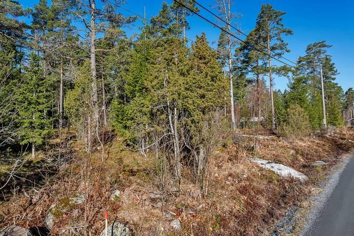 Bild: tomt på Kallviksvägen 1B, Norrtälje kommun Kallvik