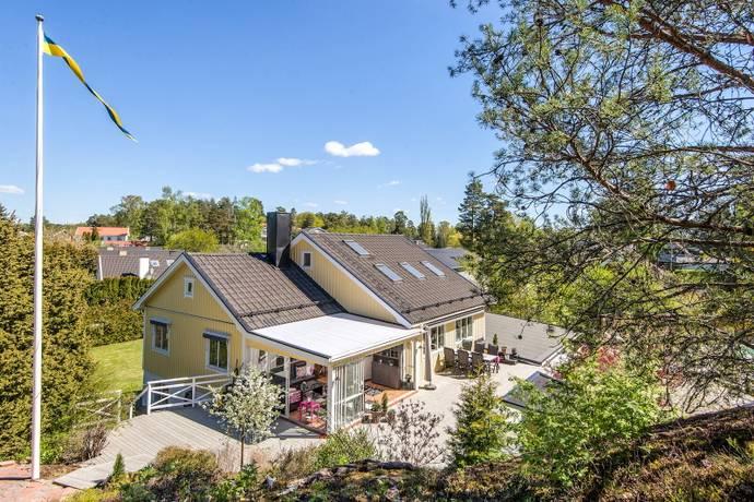 Bild: 6 rum villa på Meteorvägen 33, Järfälla kommun Skälby