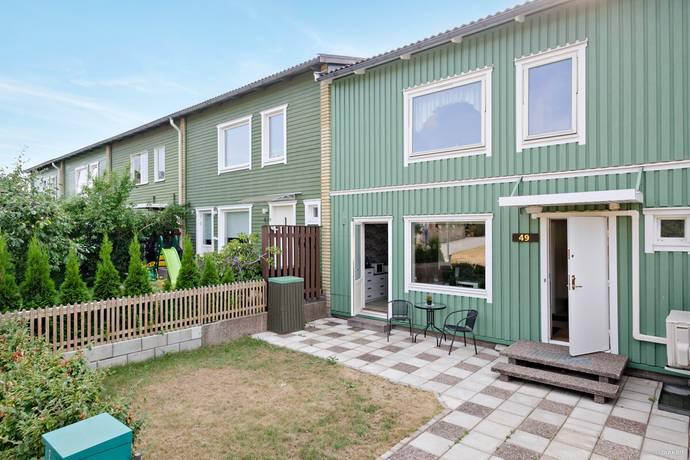 Bild: 9 rum radhus på Varpholmsgränd 49, Stockholms kommun Skärholmen