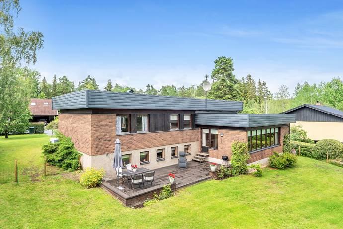 Bild: 7 rum villa på Länna Skolväg 11, Norrtälje kommun