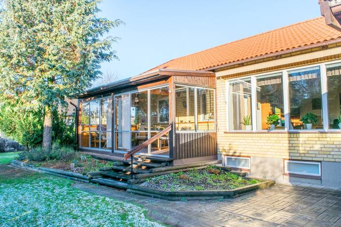 Bild: 7 rum villa på Sköldmyrvägen 8, Västerås kommun HÖKÅSEN