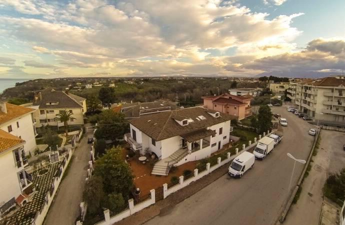Bild: 500 m² villa på Ortona (CH), Italien Abruzzo