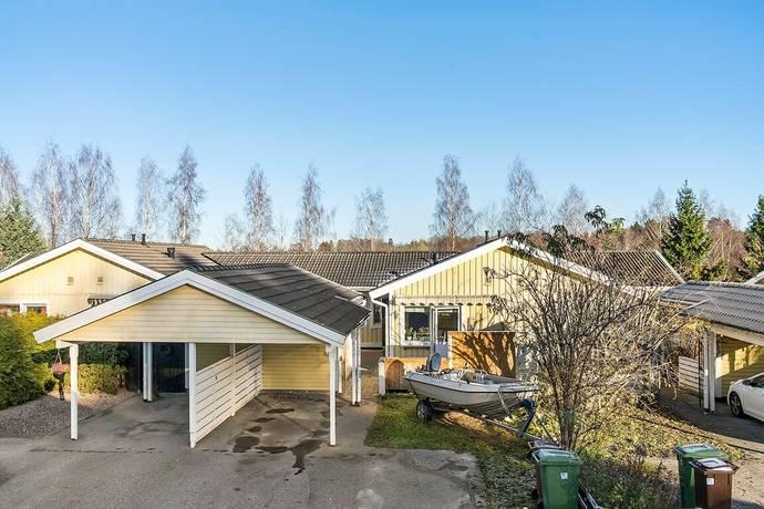 Bild: 4 rum villa på Mörtvägen 12, Håbo kommun Bålsta - Råbydal