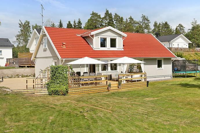 Bild: 7 rum villa på Milavägen 24, Haninge kommun Kolartorp
