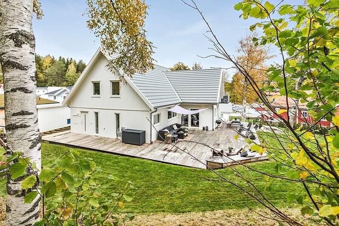 Bild: 8 rum villa på Plommonvägen 7, Botkyrka kommun Tullinge