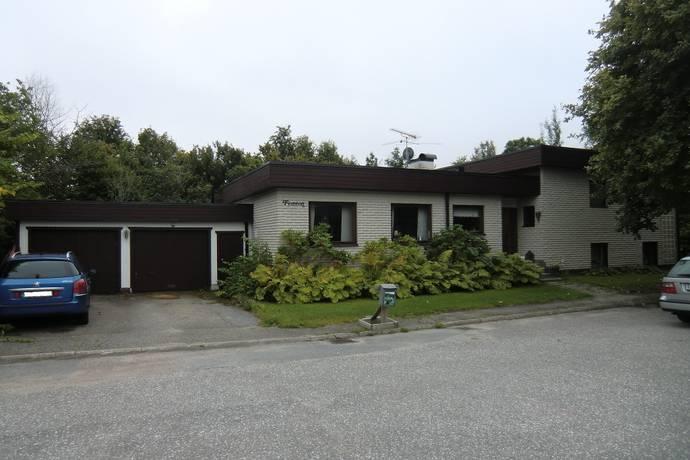 Bild: 6 rum villa på Tomtavägen 15, Örebro kommun Vintrosa