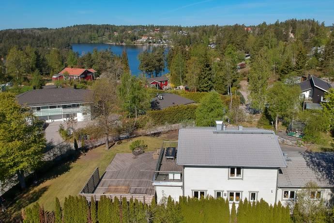 Bild: 9 rum villa på Dalgången  16, Botkyrka kommun