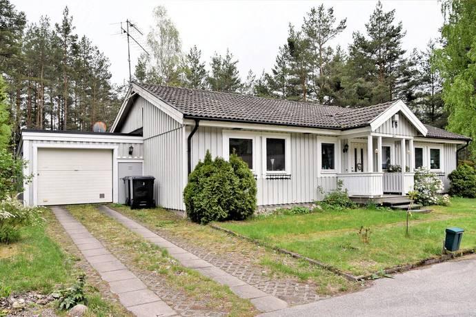 Bild: 4 rum villa på Backstigen 16, Hultsfreds kommun Småland