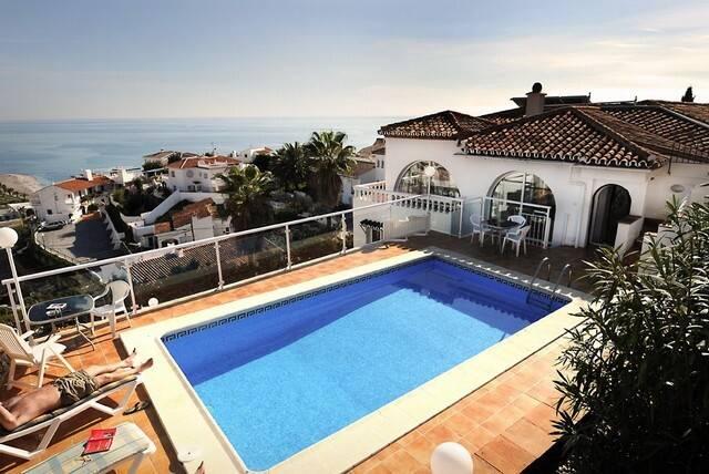 Bild: 7 rum villa på Stor villa med 3 separata lägenheter i Punta Lara, Spanien Nerja