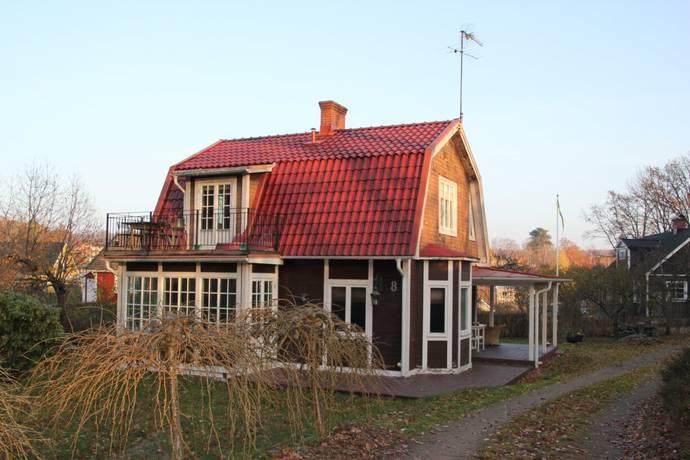 Bild: 5 rum villa på Dannfeldtsvägen  8, Olofströms kommun Olofström centralt