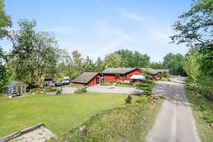 Bild: 9 rum villa på Länshult 71 och 73, Älmhults kommun Länshult