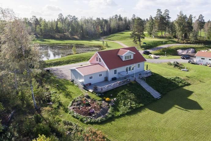 Bild: 6 rum villa på Håmö 12, Uppsala kommun Läby