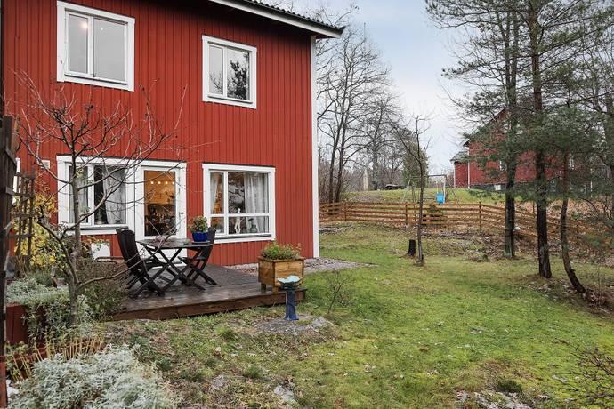 Bild: 5 rum radhus på Kvarntorpsvägen 18A, Värmdö kommun Hästhagen