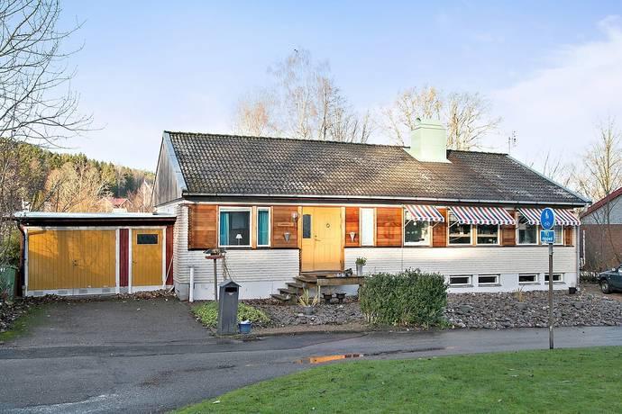 Bild: 6 rum villa på Lärkvägen 4, Orust kommun Henån