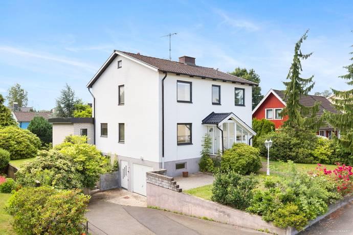 Bild: 7 rum villa på Trädgårdsgatan 12, Hässleholms kommun Hässleholm - Stattena
