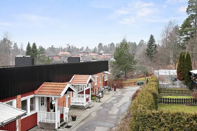 Bild: 4 rum radhus på Husarvägen 13, Finspångs kommun Viggestorp