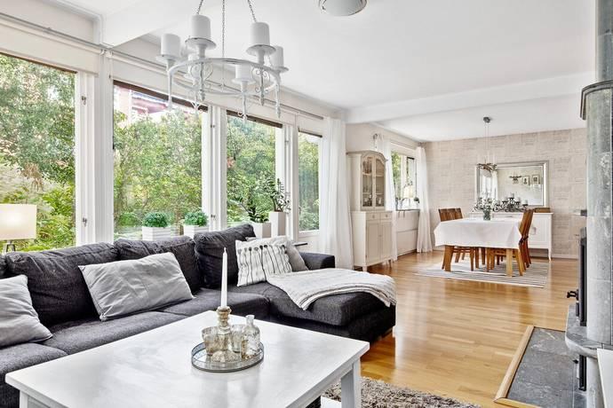 Bild: 6 rum villa på Härbrevägen 4, Sundsvalls kommun Övre Klockarberget