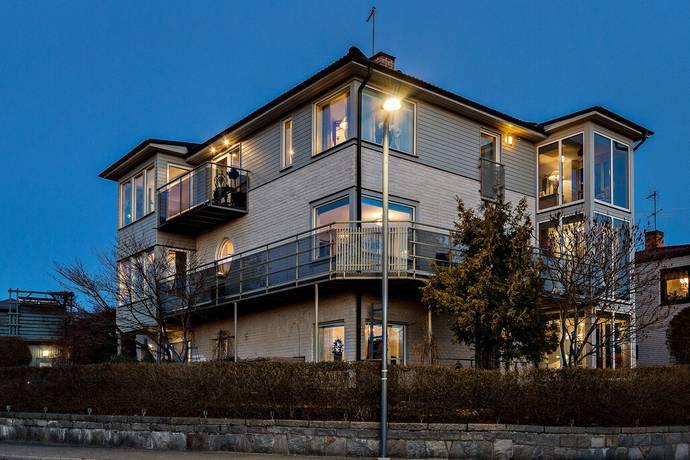 Bild: 8 rum villa på Bergaliden 16, Sundbybergs kommun Tulemarken