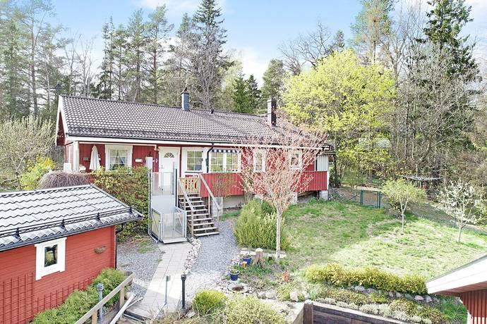 Bild: 6 rum villa på Frejvägen  41, Österåkers kommun Täljö