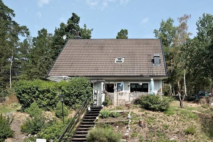 Bild: 4 rum villa på Blåbodavägen 4, Håbo kommun Skokloster - Slottsskogen