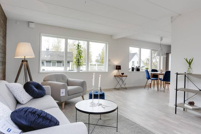 Bild: 7 rum villa på Lönntorpsvägen 5, Kumla kommun Hällabrottet