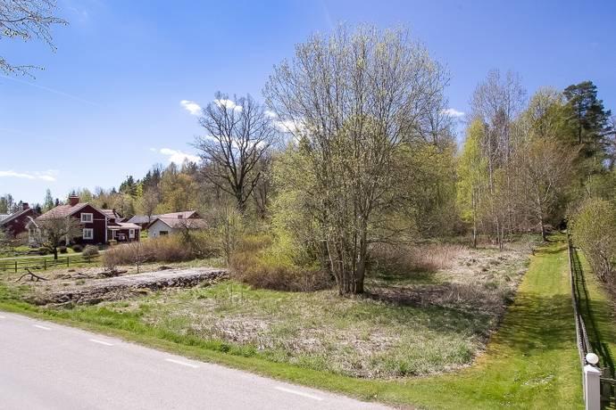 Bild: tomt på Tångsättersvägen 16, Örebro kommun Odensbacken