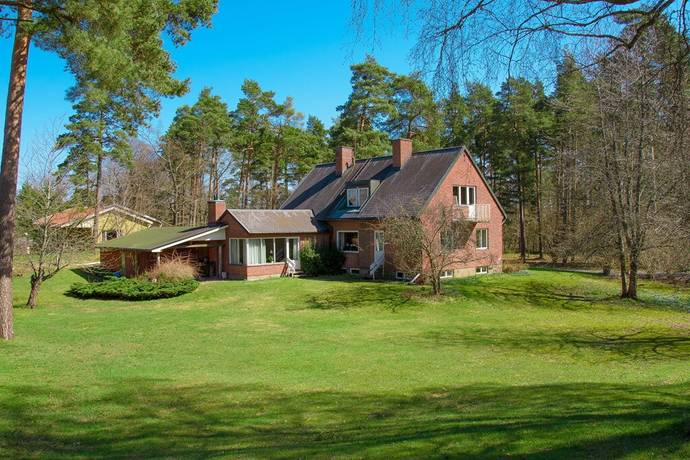 Bild: 8 rum villa på Linneavägen 8, Nybro kommun Grönskogsområdet