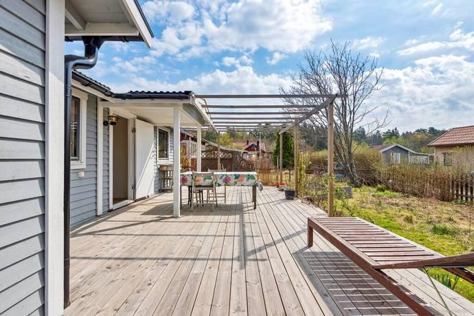Bild: 2 rum fritidshus på Lotten Sparrisvägen 5, Upplands-Bro kommun Aspvik Koloniområde