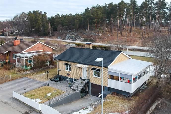 Flodins väg 24 i TOSTERÖ, Strängnäs - Villa till salu - Hemnet