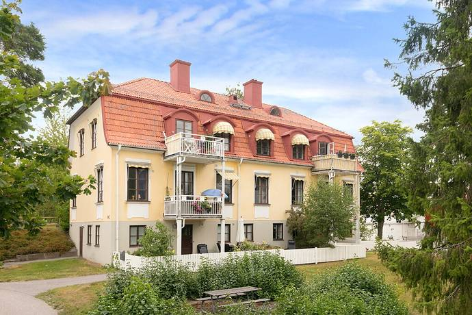 Bild: 6 rum bostadsrätt på Blommelundsvägen 9A, Upplands Väsby kommun Carlslund
