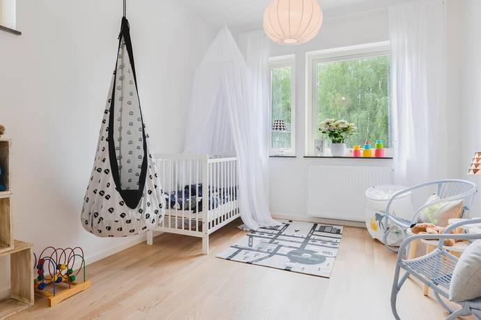 Bild: 6 rum radhus på Lövhagsvägen, Täby kommun Hägerneholm