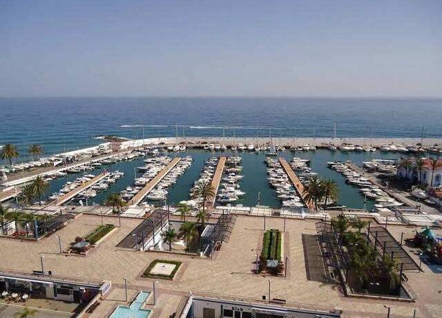Bild: 3 rum bostadsrätt på Rymlig lägenhet i Marbella 2000, Spanien Marbella stad
