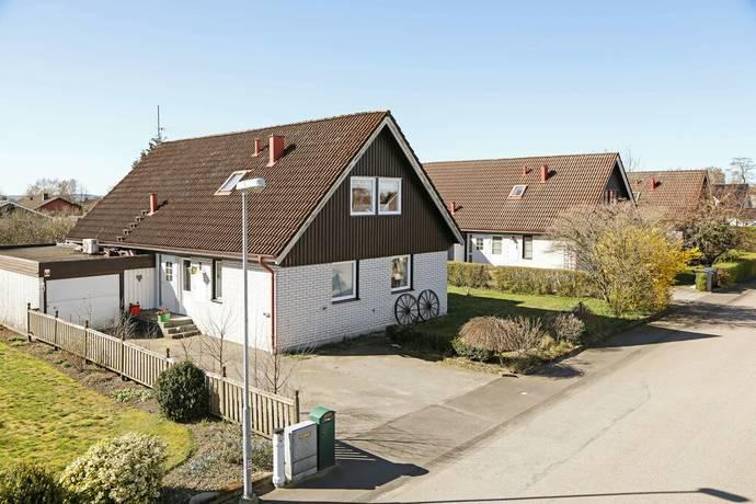 Bild: 5 rum villa på Nyponvägen 11, Laholms kommun Altona
