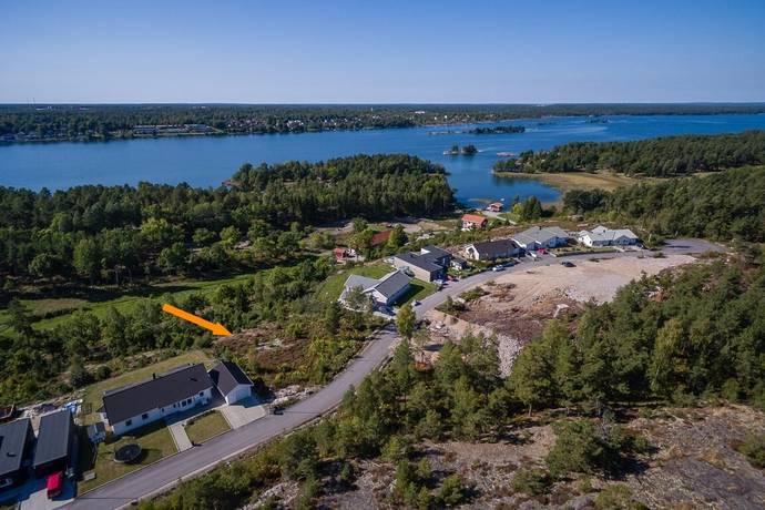 Bild: tomt på Körsbärsstigen 11, Västerviks kommun Solsidan