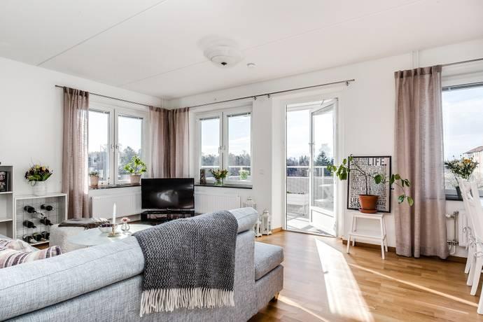 Bild: 2 rum bostadsrätt på Gamlegårdsvägen 12, 4tr, Huddinge kommun Kvarnbergsplan