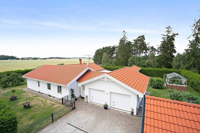 Bild: 4 rum villa på Beatelunds gård 4, Linköpings kommun TALLBODA
