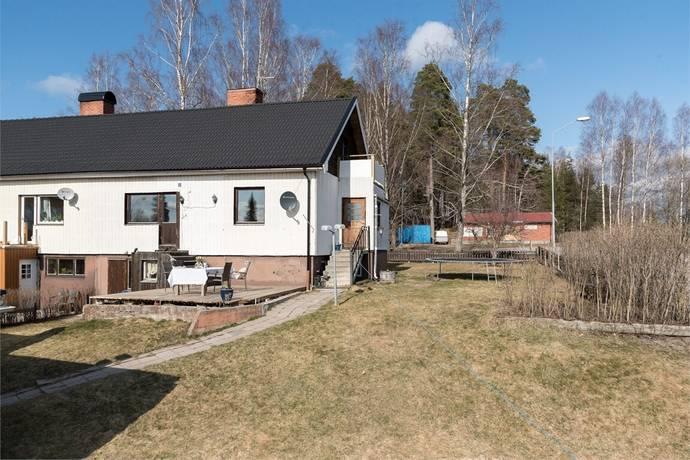 Bild: 6 rum radhus på HAMMARVÄGEN 22, Surahammars kommun Ramnäs