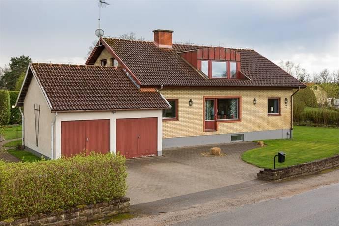 Bild: 6 rum villa på Granevägen 12, Östra Göinge kommun Knislinge