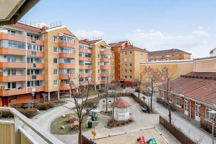 Bild: 4 rum bostadsrätt på Allmogevägen 8, Järfälla kommun Jakobsberg