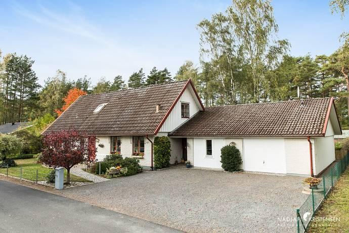 Bild: 9 rum villa på Meteorvägen 17, Båstads kommun Hemmeslöv