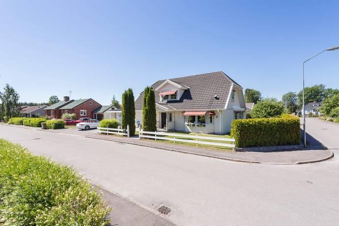 Bild: 6 rum villa på Trumslagaregatan 2, Kumla kommun Kumla